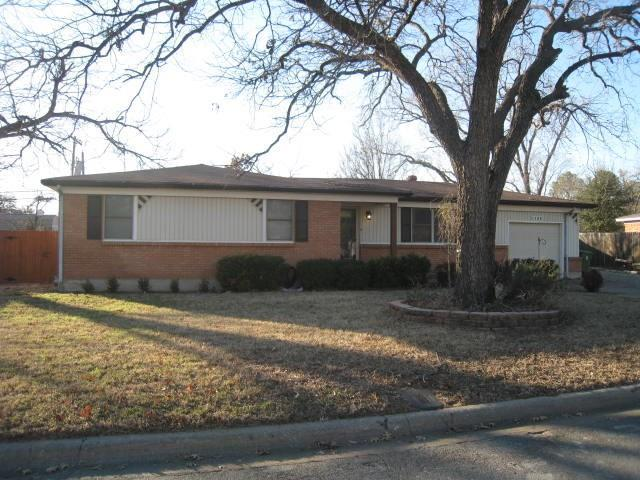 1133 Valentine Street, Hurst, TX 76053 (MLS #13760255) :: The Chad Smith Team