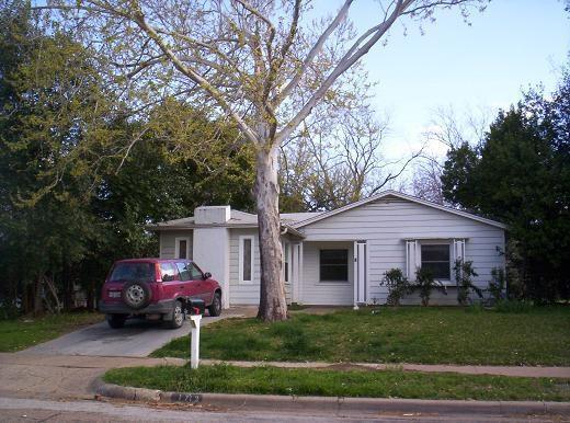 1713 Kent Drive, Arlington, TX 76010 (MLS #13762973) :: Team Hodnett