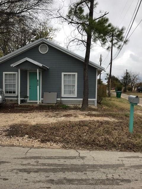 195 W Collins Street E, Stephenville, TX 76401 (MLS #13767977) :: Team Hodnett