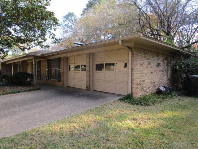 1801 Sybil Lane, Tyler, TX 75703 (MLS #13773758) :: Team Hodnett