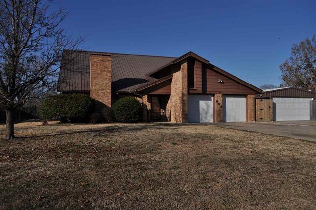 803 W 11th Street, Clarksville, TX 75426 (MLS #13780356) :: Team Hodnett