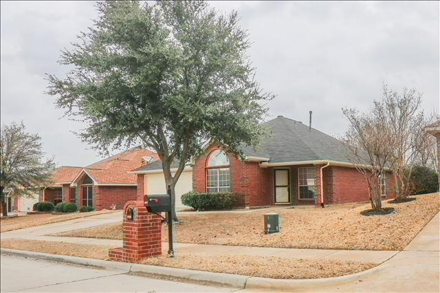2049 Kenny Court, Lewisville, TX 75067 (MLS #13780796) :: Ebby Halliday Realtors