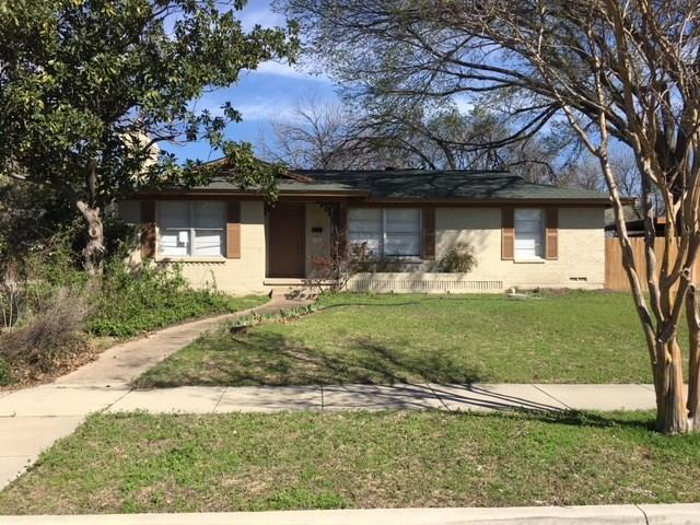1101 E Alan Avenue E, Carrollton, TX 75006 (MLS #13789259) :: Team Hodnett