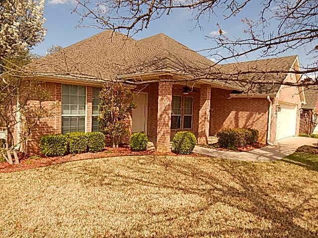 805 Royal Oak Lane, Burleson, TX 76028 (MLS #13790797) :: Team Hodnett
