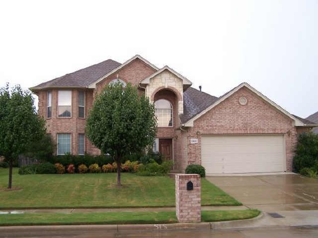 10805 Elmhurst Lane, Fort Worth, TX 76244 (MLS #13797473) :: NewHomePrograms.com LLC