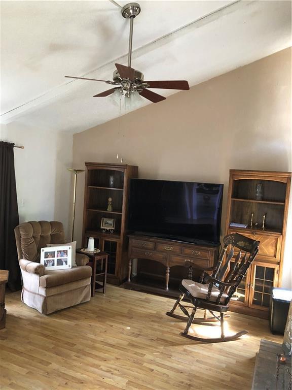 1810 Greenspring Circle, Garland, TX 75044 (MLS #13812381) :: The Real Estate Station