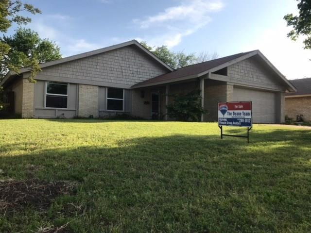 813 Padre Court, Grand Prairie, TX 75052 (MLS #13820253) :: The FIRE Group at Keller Williams