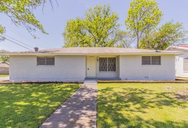 1015 Granbury Street, Cleburne, TX 76033 (MLS #13821930) :: Potts Realty Group