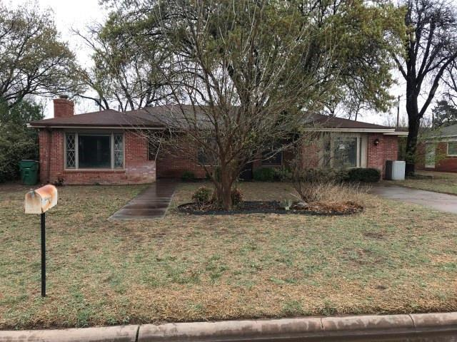 2207 12th Street, Vernon, TX 76384 (MLS #13832342) :: Team Hodnett