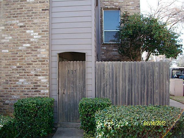5628 Boca Raton Boulevard #127, Fort Worth, TX 76112 (MLS #13846663) :: NewHomePrograms.com LLC