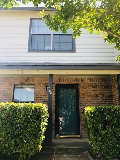 700 W Collins Street, Denton, TX 76201 (MLS #13847515) :: Team Tiller