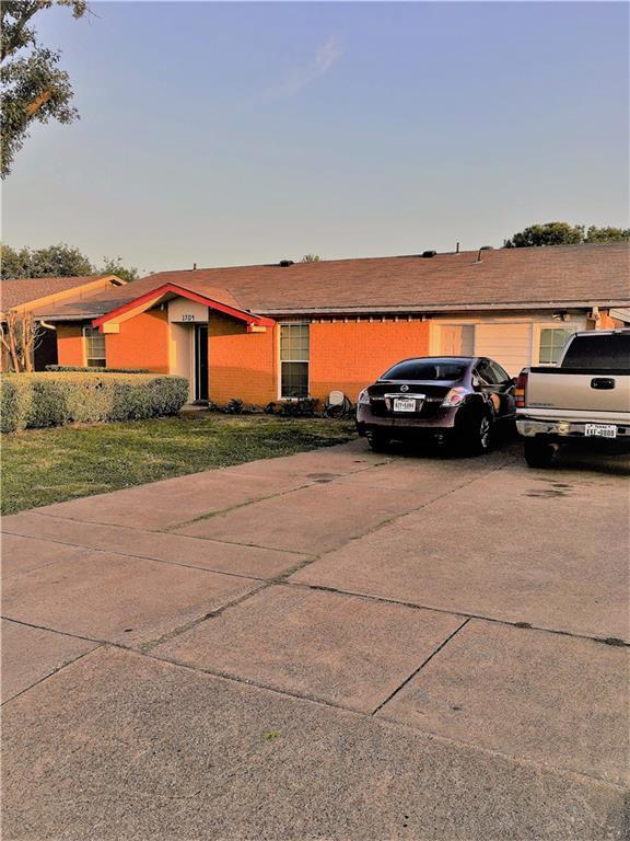 1704 E Park Boulevard, Plano, TX 75074 (MLS #13881440) :: Team Hodnett