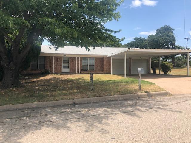 1800 SE 26th Avenue, Mineral Wells, TX 76067 (MLS #13884883) :: The Tonya Harbin Team