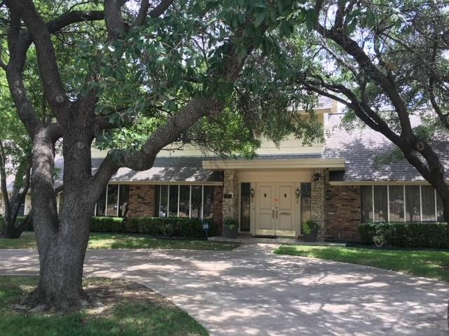 1910 N Carrier Parkway, Grand Prairie, TX 75050 (MLS #13887329) :: Magnolia Realty