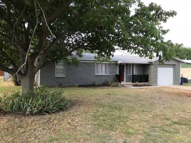 906 Penrod Drive, Granbury, TX 76048 (MLS #13887545) :: Team Hodnett