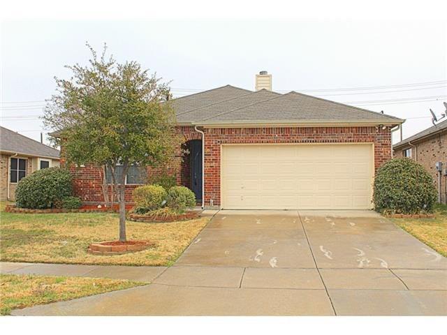 713 Lone Pine Drive, Little Elm, TX 75068 (MLS #13890955) :: Team Tiller