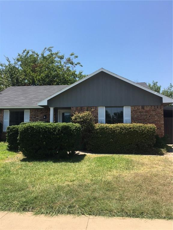 528 Sandstone Drive, Fort Worth, TX 76120 (MLS #13895827) :: Team Hodnett