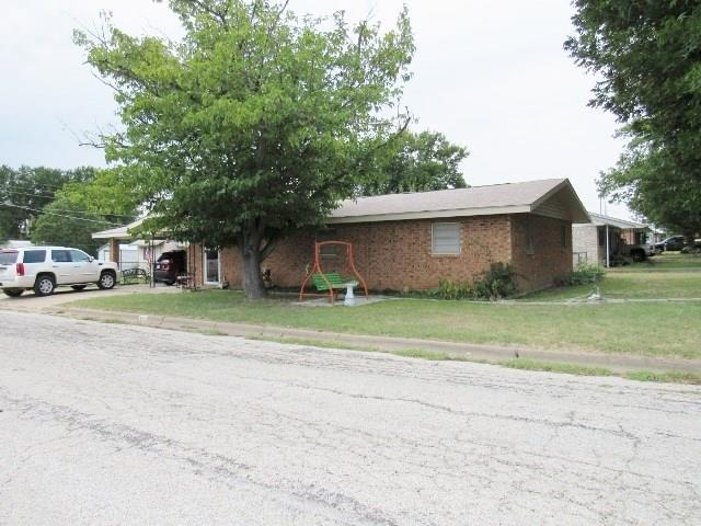 500 Hall, Graham, TX 76450 (MLS #13903718) :: Team Hodnett