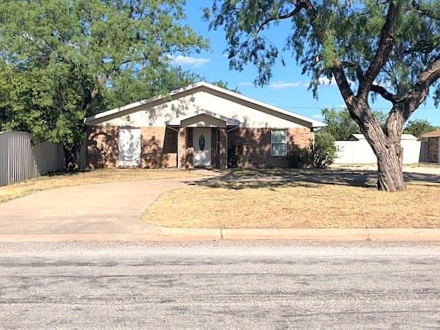 1925 Victoria Street, Abilene, TX 79603 (MLS #13910186) :: Team Hodnett