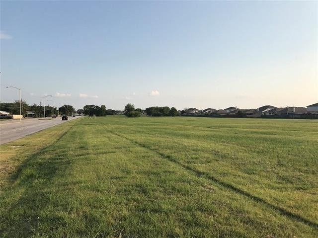 2800 S South Carrier Parkway S, Grand Prairie, TX 75051 (MLS #13910811) :: The Real Estate Station