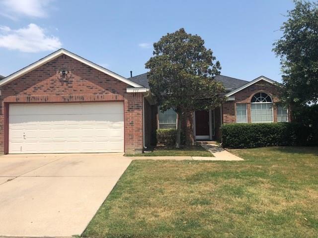 111 Milton Drive, Arlington, TX 76002 (MLS #13910913) :: Team Hodnett