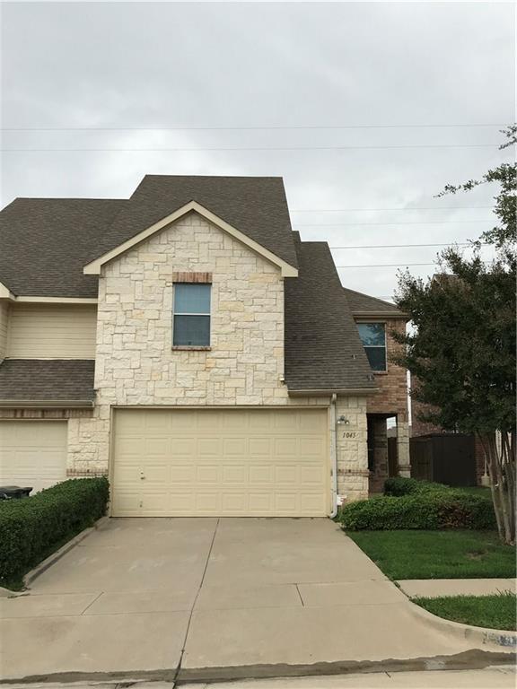 1045 Alyssa Lane, Carrollton, TX 75006 (MLS #13914371) :: Team Hodnett