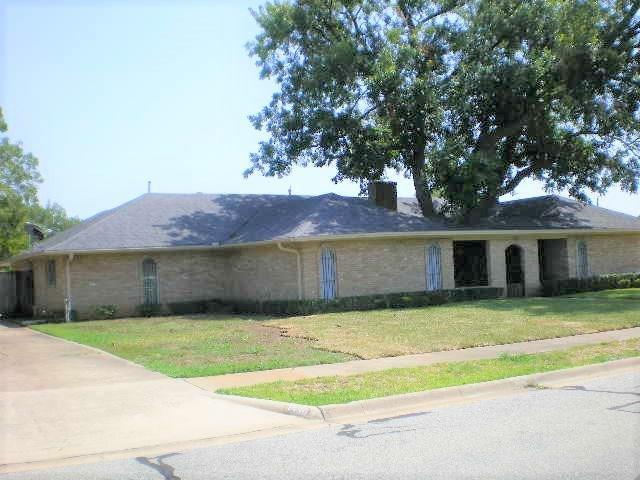 1530 Crescent Drive, Sherman, TX 75092 (MLS #13914429) :: RE/MAX Town & Country