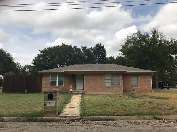 604 Wildwood Drive, Lake Dallas, TX 75065 (MLS #13915335) :: Kimberly Davis & Associates