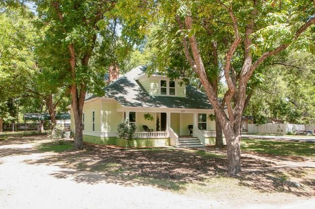 810 S College Street, Waxahachie, TX 75165 (MLS #13927693) :: RE/MAX Town & Country