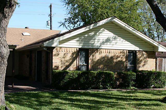 1212 Briarbrook Drive, Desoto, TX 75115 (MLS #13941690) :: RE/MAX Town & Country