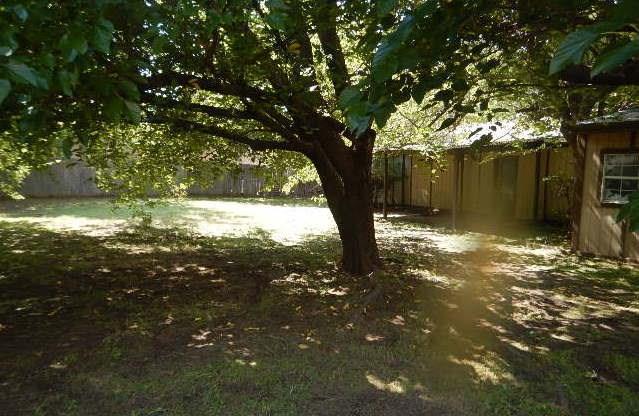 3513 Sumac Drive, Granbury, TX 76048 (MLS #13952080) :: Frankie Arthur Real Estate