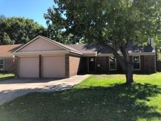 1702 Crimson Court, Arlington, TX 76018 (MLS #13955036) :: The Hornburg Real Estate Group