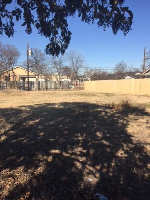 1633 E Leuda Street, Fort Worth, TX 76104 (MLS #13961193) :: RE/MAX Town & Country