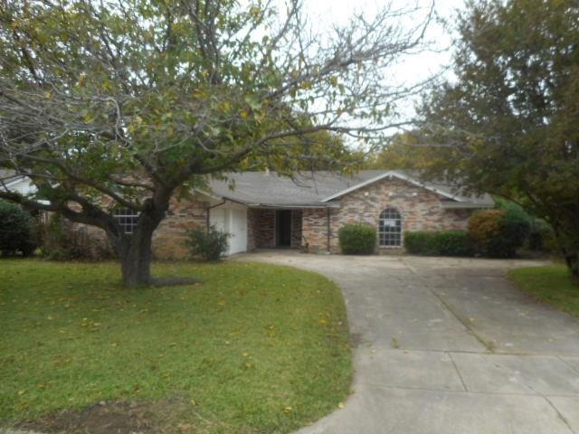 8916 Mahan Drive, Benbrook, TX 76116 (MLS #13970885) :: Potts Realty Group