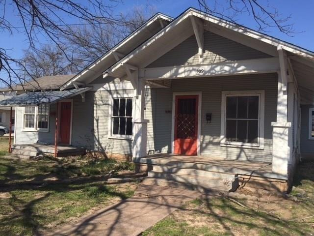 309 E Nelson Street, Bowie, TX 76230 (MLS #13975297) :: Real Estate By Design