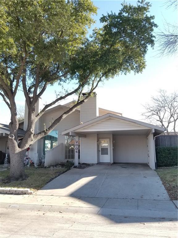2004 Via Ballena, Carrollton, TX 75006 (MLS #13978327) :: Kimberly Davis & Associates