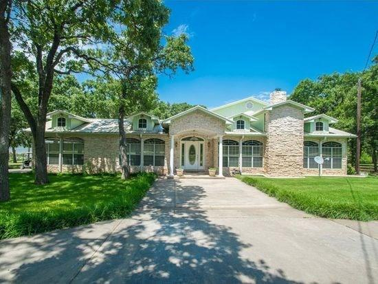 221 Cortez, Nocona, TX 76255 (MLS #13987374) :: The Real Estate Station