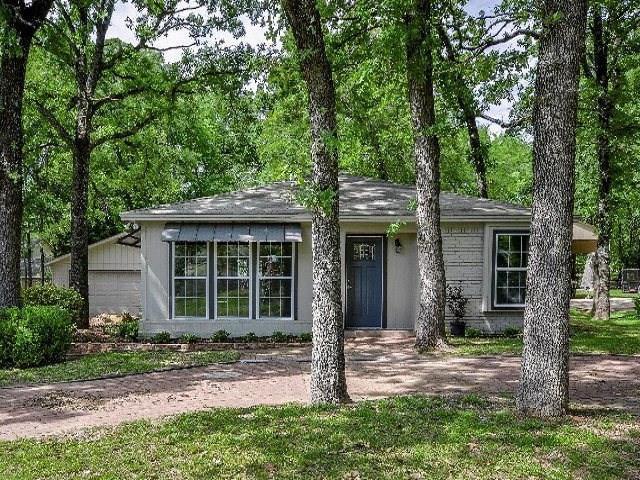 138 Cedarwood Drive, Enchanted Oaks, TX 75156 (MLS #14010175) :: Kimberly Davis & Associates