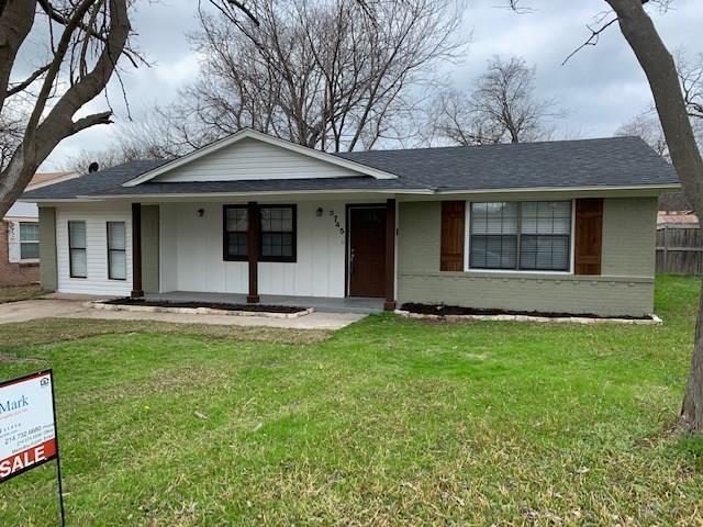 3745 Nabholtz Lane, Mesquite, TX 75150 (MLS #14018097) :: Kimberly Davis & Associates