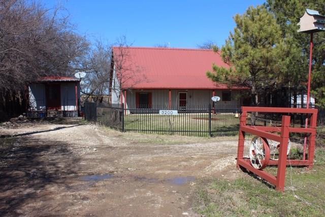 3200 Bailey Lane, Aubrey, TX 76227 (MLS #14041695) :: Real Estate By Design