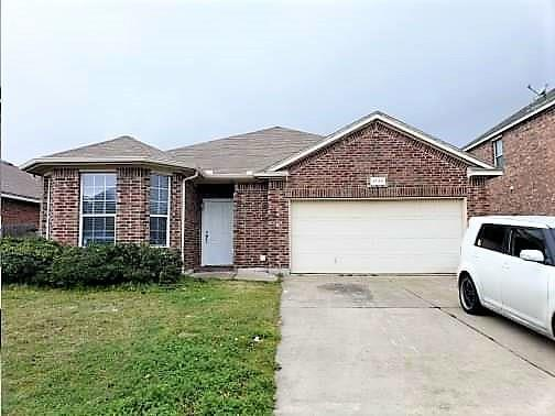 9729 Minton Drive, Fort Worth, TX 76108 (MLS #14041873) :: RE/MAX Town & Country