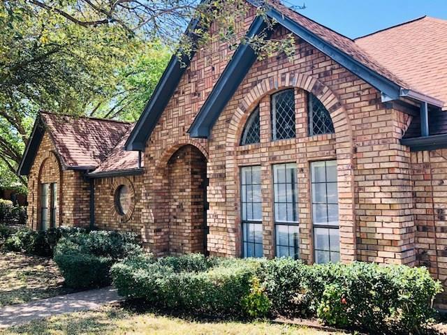 325 Sexton Lane, Benbrook, TX 76126 (MLS #14059051) :: RE/MAX Town & Country