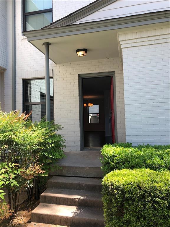 5004 Lahoma Street #5004, Dallas, TX 75235 (MLS #14067537) :: Team Hodnett