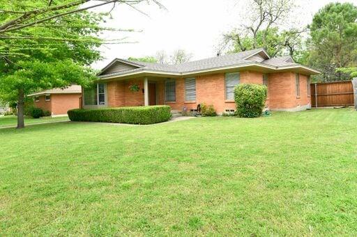 732 Downing Drive, Richardson, TX 75080 (MLS #14069959) :: Tenesha Lusk Realty Group