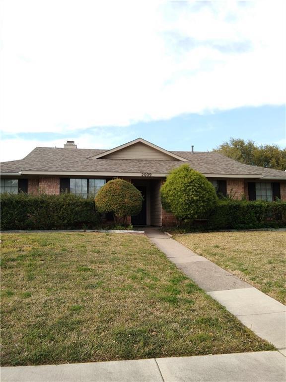 2009 Yvonne Place, Richardson, TX 75081 (MLS #14071534) :: Tenesha Lusk Realty Group