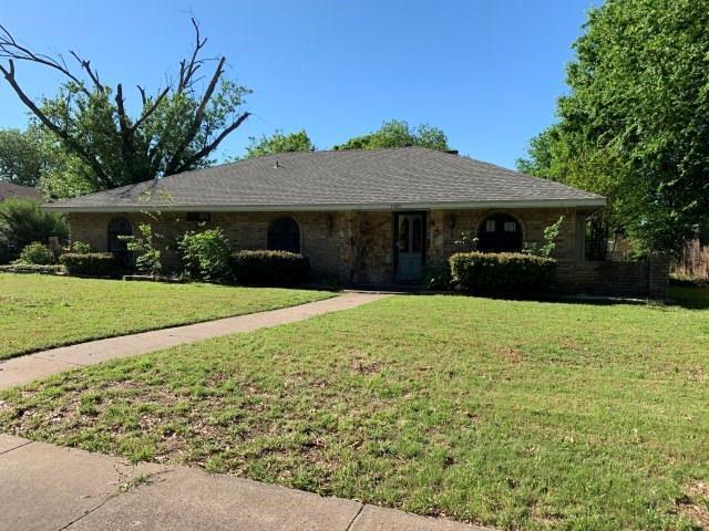 1040 Cloverdale Lane, Desoto, TX 75115 (MLS #14073911) :: Kimberly Davis & Associates