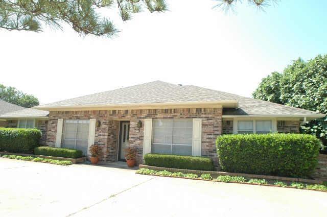 1924 Chesham Drive, Carrollton, TX 75007 (MLS #14095370) :: McKissack Realty Group