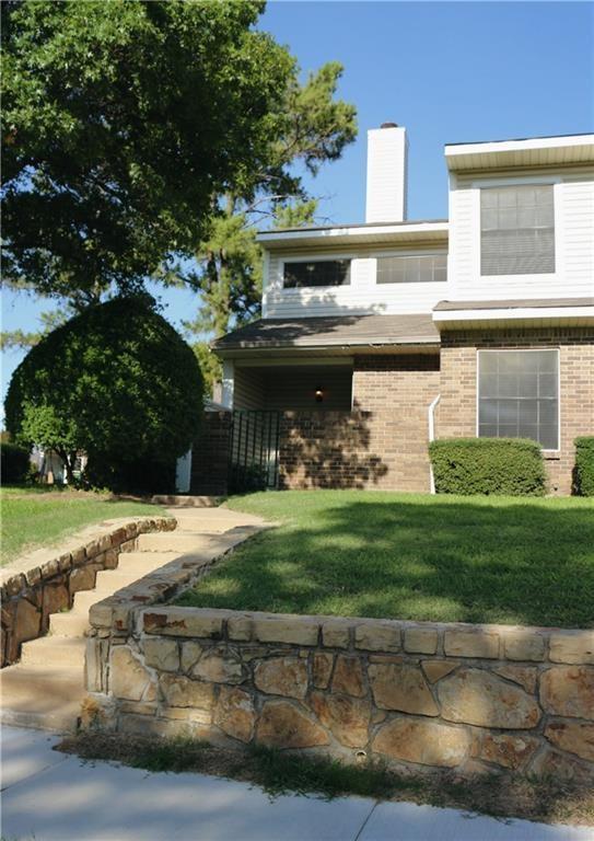 817 Creekside Drive, Lewisville, TX 75067 (MLS #14097693) :: Team Tiller