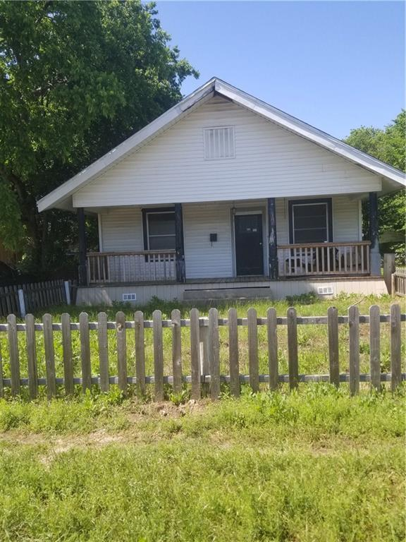 5921 Broadway Avenue, Haltom City, TX 76117 (MLS #14098984) :: Kimberly Davis & Associates