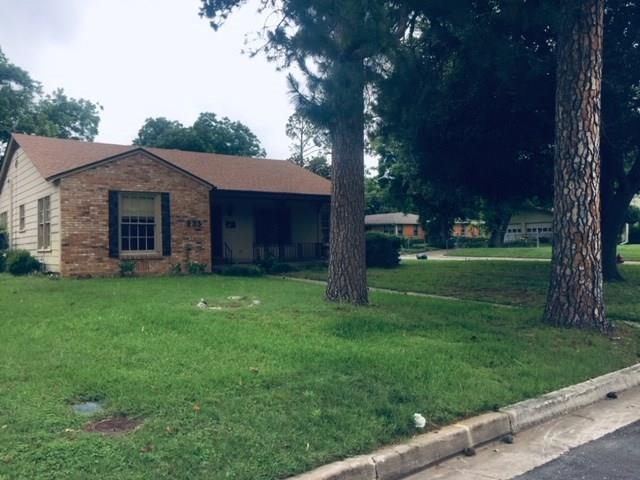 933 Keith Pumphrey Drive, River Oaks, TX 76114 (MLS #14102083) :: Lynn Wilson with Keller Williams DFW/Southlake